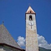 Der Turm der Kirche