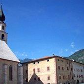 Die Pfarrkirche auf dem Hauptplatz