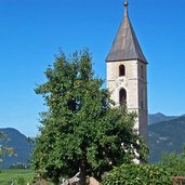 Der Turm der alten Kirche