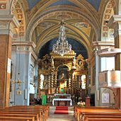 Ein Blick auf den Altar der Pfarrkirche