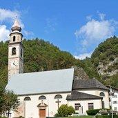 Von Nahem: die Kirche