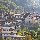 Blick auf Sirór mit seiner Pfarrkirche