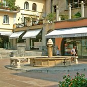 D-0086-riva-del-garda-piazza-erbe-platz.jpg