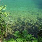 Der Tovelsee präsentiert sich seinem Betrachter