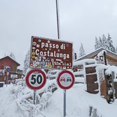 karerpass passo di costalunga schild winter