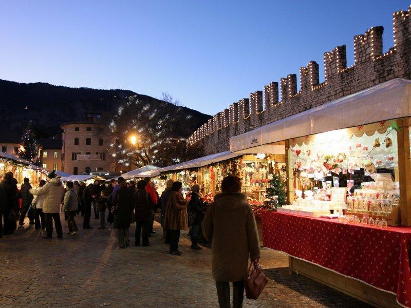 Immagini Mercatini Di Natale Trento.Trento Christmas Market Trentino Italy