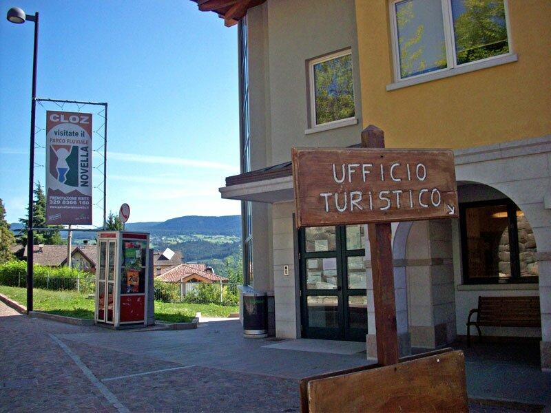 In Ufficio Turismo : Cloz trentino dolomiten italien
