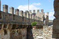 Mauer, mit Zinnen 2010