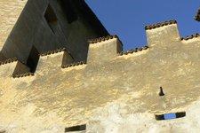 Schloss, Mauer mit Zinnen 2010