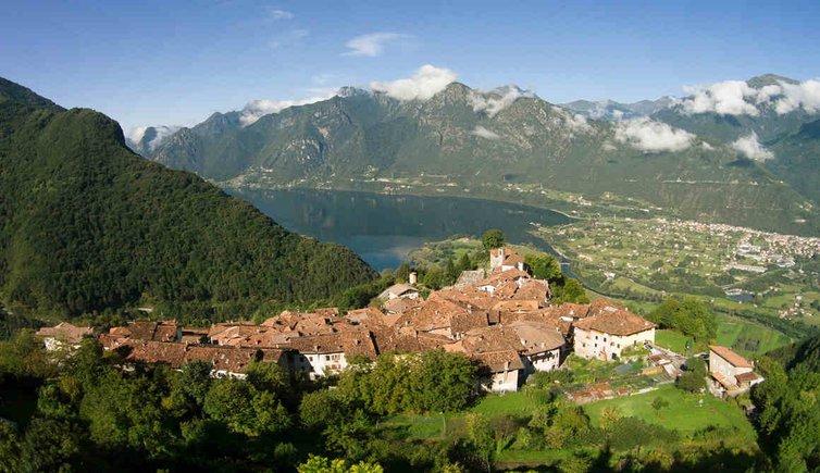 Bondone Sul Lago D Idro Trentino Provincia Di Trento