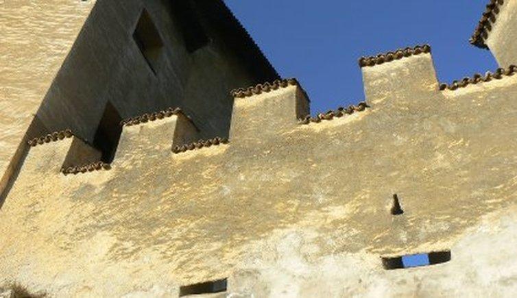 Castello di vasio fondo burgen und schl sser im for Castel vasio